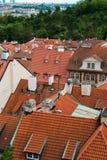 Tejados en Praga en brillante imágenes de archivo libres de regalías