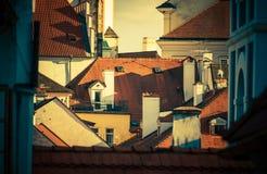 Tejados europeos de la ciudad imagen de archivo