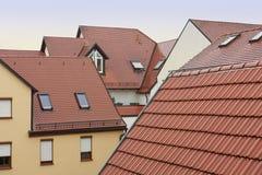 Tejados modernos de casas en Alemania imagen de archivo libre de regalías
