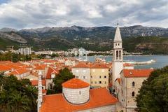 Tejados rojos en la ciudad vieja de Budva, Montenegro Fotos de archivo libres de regalías
