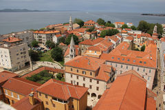 tejados Vista de la ciudad vieja Zadar Croacia Imagen de archivo