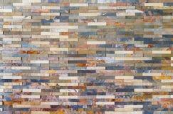 Tejas coloridas de la pared de piedra Foto de archivo libre de regalías