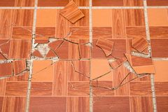 Tejas cuadradas marrones agrietadas Lazos de madera de la textura de la grieta imagen de archivo libre de regalías