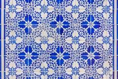 Tejas de cerámica viejas portuguesas típicas de la pared y x28; Azulejos& x29; en Lisboa, fotos de archivo libres de regalías