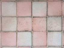 Tejas de la casilla blanca rosada y en la textura de la pared para el fondo Fotografía de archivo