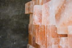 Tejas de la sal de roca del primer fotografía de archivo libre de regalías