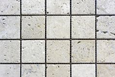 Tejas de mosaico dentro del cuarto de baño Fondo de una teja de mosaico de cerámica fotos de archivo libres de regalías
