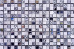 Tejas de mosaico dentro del cuarto de ba?o Fondo del mosaico de las baldosas cer?micas imagen de archivo