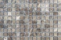 Tejas de mosaico dentro del cuarto de ba?o Fondo de una teja de mosaico de cer?mica imagen de archivo libre de regalías