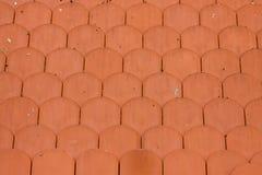Tejas de tejado de la arcilla roja Fotos de archivo libres de regalías