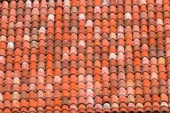 Tejas de tejado de una casa italiana en Bolonia Imágenes de archivo libres de regalías