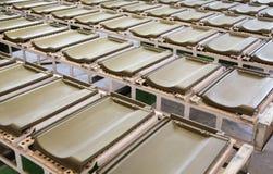 Tejas de tejado en fábrica Imagenes de archivo
