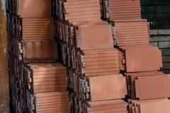 Tejas de tejado hechas de terracota Fotos de archivo libres de regalías