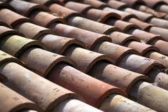 Tejas de tejado rojas de Mediteranian fotografía de archivo
