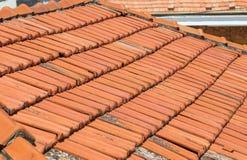 Tejas de tejado viejas de la arcilla Foto de archivo libre de regalías
