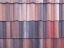 Tejas hermoso para proteger el hogar de la lluvia imagen de archivo