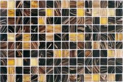 Tejas multicoloras rayadas hermosas, mosaico para el cuarto de baño y renovación de la piscina fotos de archivo