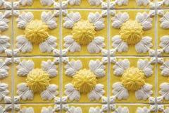 Tejas portuguesas tradicionales del azulejo en el edificio en Oporto, P Fotos de archivo libres de regalías