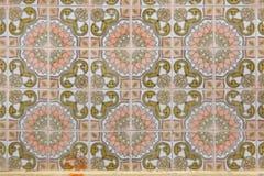 Tejas portuguesas tradicionales del azulejo en el edificio en Oporto, P Imagen de archivo