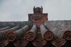 tejas rojas del templo japonés Fotos de archivo