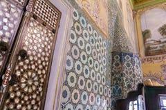 Tejas turcas azules viejas hechas a mano del palacio de Topkapi Fotos de archivo libres de regalías