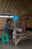 Tejedor en el trabajo. Fotos de archivo