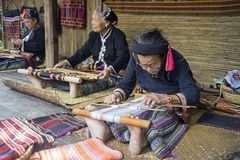 Tejedores chinos en el pueblo SI foto de archivo libre de regalías