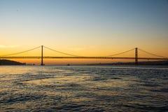 tejo桥梁看法在里斯本 免版税库存照片