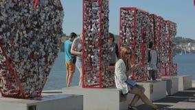 Tejo d'embenkment de Belem de monument d'amour du Portugal 2015 septembre une nouvelle attraction touristique banque de vidéos