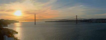 Tejozonsondergang van Lissabon in de rivier Royalty-vrije Stock Afbeeldingen
