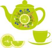 Tekanna med koppen, örter och limefrukt Royaltyfri Foto