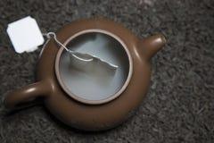 Tekannateabagen för svart te röker inget fotografering för bildbyråer