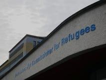 Teken bij de belangrijkste ingang van het UNHCR hoofdkwartier in Genève Stock Foto