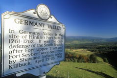 Teken die de Vallei van Duitsland, Allegheny-Bergen, Toneelroute 219, WV overzien Stock Foto
