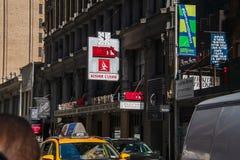 Teken en markttent voor het de Delicatessenrestaurant van beroemde Ben in het Kledingstukdistrict de Stad van van Manhattan, New  royalty-vrije stock afbeeldingen