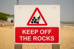 Teken: Het gevaar houdt de rotsen op een afstand stock foto's