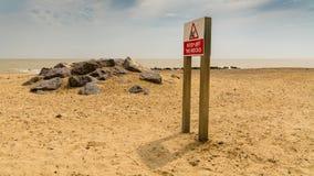 Teken: Het gevaar houdt de rotsen op een afstand royalty-vrije stock afbeeldingen