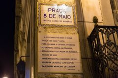 Teken in 8 Mei Vierkant in Coimbra Portugal stock foto