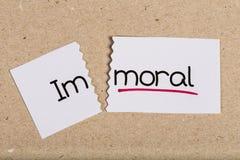 Teken met immoreel woord geworden moraal stock foto's