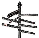 Teken met richtingen aan de oriëntatiepunten van Londen Stock Foto's