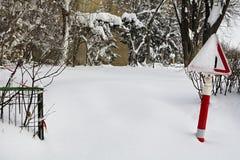 Teken met sneeuw wordt behandeld die Royalty-vrije Stock Fotografie