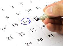 Teken op de kalender bij 16. Stock Foto