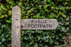 Teken: Openbaar voetpad stock foto