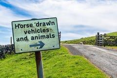 Teken: Paard getrokken voertuigen en dieren royalty-vrije stock foto's