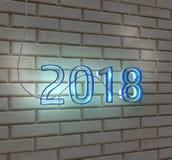 teken van het het jaarneon van 2018 geeft het gelukkige nieuwe op een witte 3d bakstenen muur terug Royalty-vrije Stock Fotografie