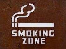 Teken van het roken streek Sluit omhoog van aangewezen rokend gebiedsteken Voor vrede van mening om de rokers van non-smoking te  stock afbeeldingen