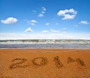 Teken van nieuw jaar op het overzeese strand Stock Fotografie