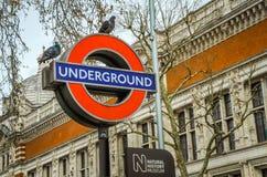 Teken van ondergronds station bij de ingang van Biologiemuseum, Londen Royalty-vrije Stock Fotografie