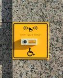 Teken voor de gehandicapten met de knoop van de hulpvraag op de muur stock afbeeldingen