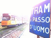 Teken voor tram in Milaan om te vertragen Stock Foto's